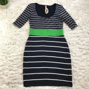 B 44 stripe shirt sleeve dress